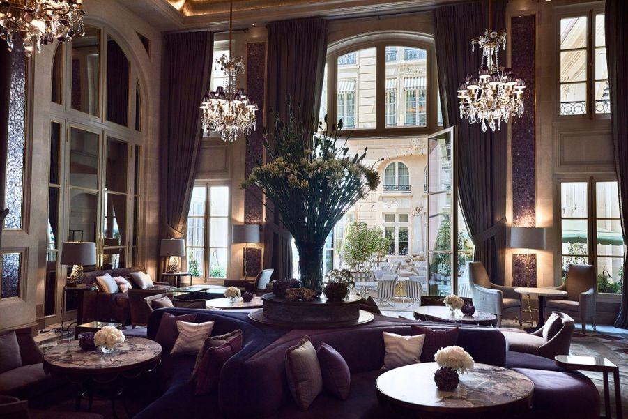 Le Jardin d'hiver, où prendre le thé, designé par Chahan Minassian. Ouvrant sur la Cour Gabriel. c'est l'un des lieux classés de l'hôtel.