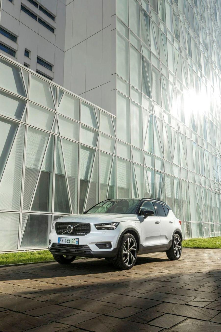 En plus de cette déclinaison PHEV, la Volvo XC40 existe à présent en 100 % électrique