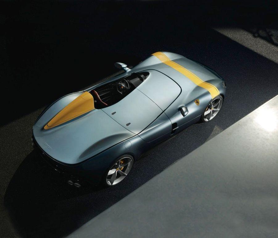 Dotées du plus puissant moteur jamais fabriqué à Maranello, les deux Monza revendiquent 810 chevaux chacune, grâce à leur V12 6.5 emprunté à la 812 Superfast.