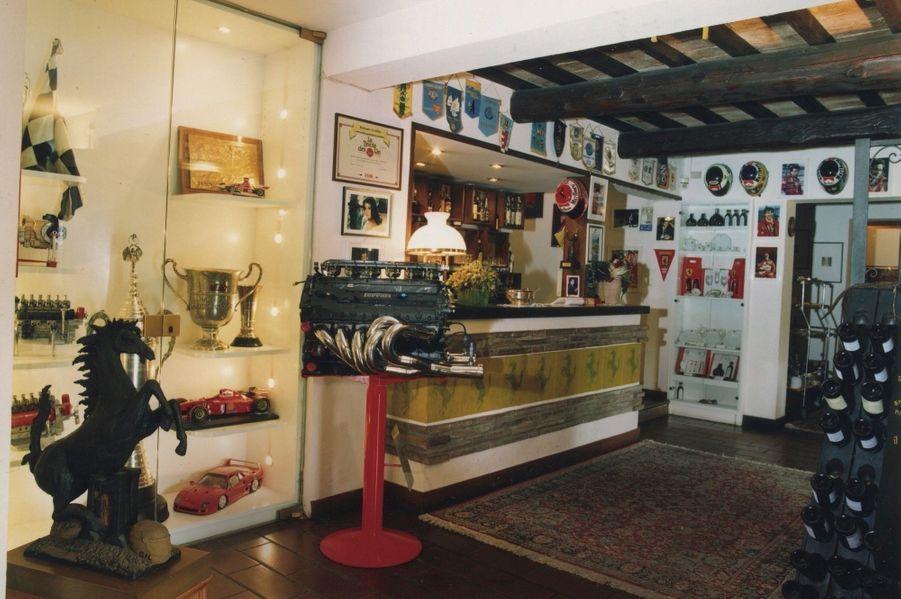 L'auberge Il Cavallino et ses murs tapissés de trésors estampillés Ferrari.