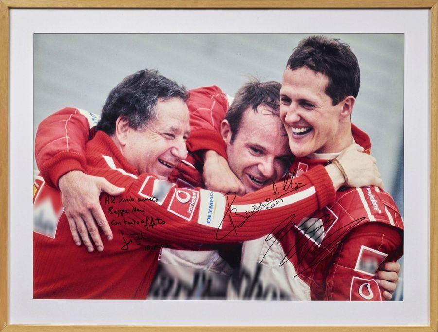 « En premier lieu, je retiendrai cette photo (lot 62) regroupant Jean Todt, Rubens Barrichello et Michael Schumacher signée des trois. Elle date de 2002 et témoigne du triple triomphe : Ferrari en constructeur, Schumacher en pilote et Barrichello, second au classement général. Ferrari tutoyait les étoiles à l'époque, et cette belle image dit tout. » Estimation : 1 000-1 500 €.