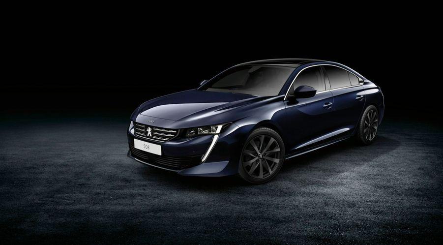 La nouvelle Peugeot 508 sera commercialisée en septembre, à des tarifs variant de 30 000 € à 50 000 €, auxquels il faut ajouter un malus écologique fluctuant de 0 à 353 €.