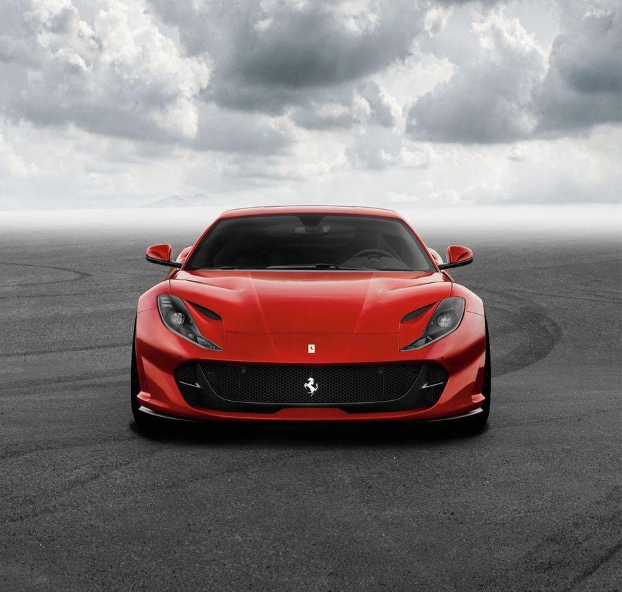 Ferrari 812 . Superfast: toujours plus viteRemplaçante de la F12 Berlinetta, la 812 Superfast n'usurpe pas son nom. Dotée d'un V12 de 6,5 litres, logé en position centrale avant et développant la puissance phénoménale de 800 ch, la nouvelle Ferrari abat le 0 à 100 km/h en moins de 3 s et dépasse le 340 km/h en vitesse de pointe. Ses conduits d'admission à géométrie variable sont dérivés de ceux des moteurs de F1. A partir de 300000 Euros environ.