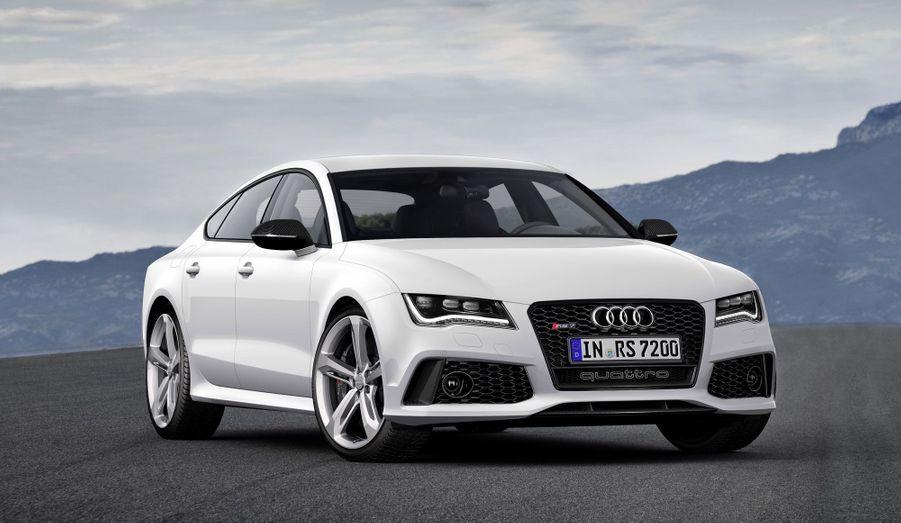 Audi promet que la RS7 passe de 0 à 100 km/h en 3,9 secondes. Un chiffre meilleur que les 4,4 secondes de la BMW M5. Et si l'on opte pour la suppression du bridage de la vitesse maximale, l'auto peut atteindre les 305 km/h.