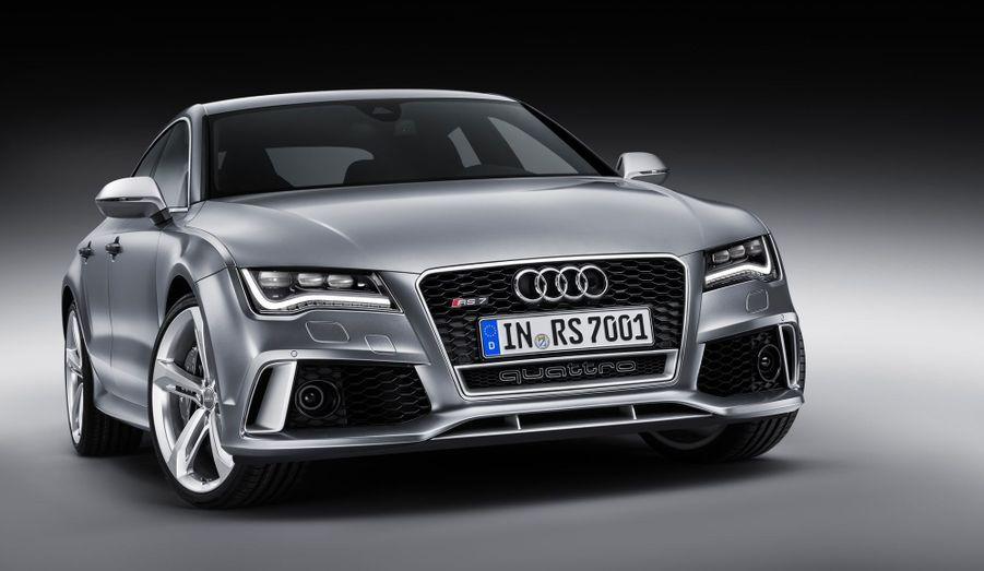Fidèle à la tradition Audi, la RS7 est munie d'une transmission intégrale Quattro. En configuration normale, le train arrière reçoit 60% de la puissance, contre 40% au train avant.