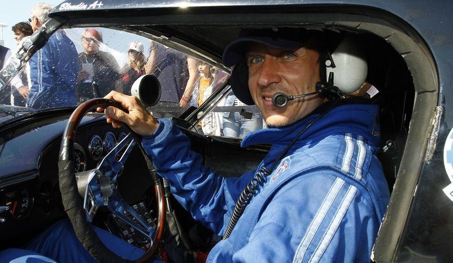 Pour la vingtième édition du Tour auto Optic 2000, Ludovic Caron est arrivé en tête de la course au volant de son AC Cobra restaurée dans sa version de 1963 et achetée à son créateur, Caroll Shelby himself ! en 2005. Trois ans plus tard, Caron et sa Cobra remportaient leur premier tour auto. Un bolide qu'il maîtrise encore a la perfection aujourd'hui.