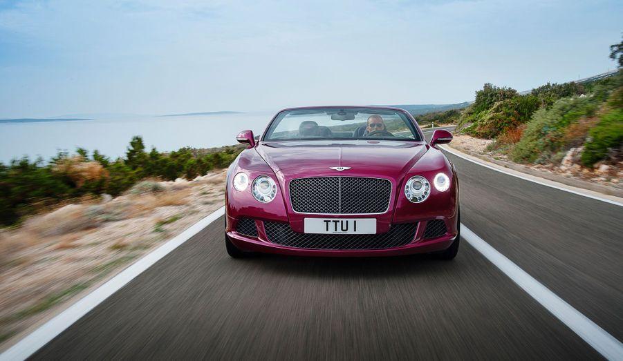 La GT Speed prétend abattre le 0 à 100 km/h en à peine plus de 4 secondes, tout en déplaçant 2495 kilos.
