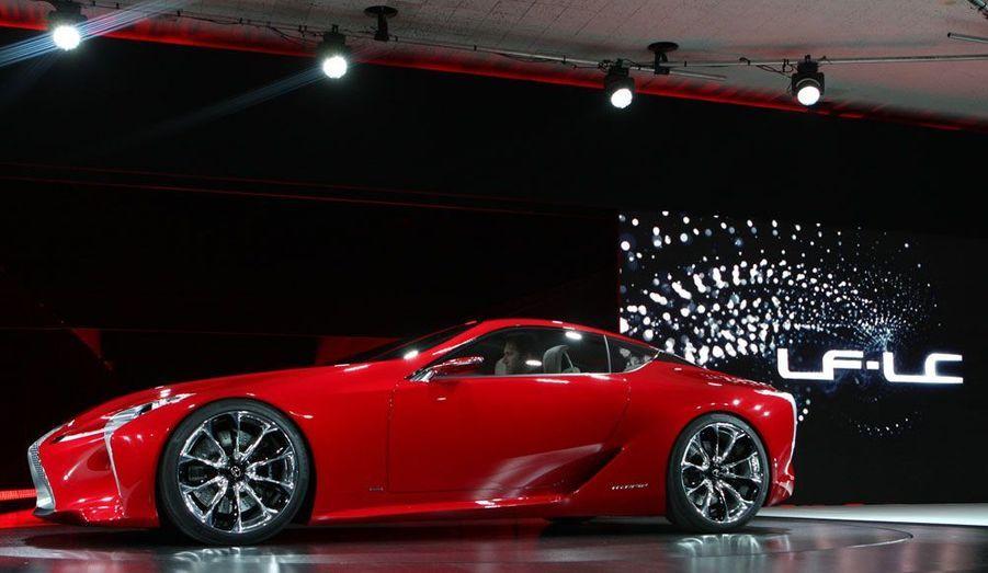 Encore une Japonaise : la Lexus LF-LC préfigure sans doute le nouveau coupé haut de gamme du fabricant haut de gamme du groupe Toyota. Très loin des courbes un peu lourdes du SC430, ce concept évoque une certaine Ferrari California et, bien sûr, la supercar maison, la LFA.