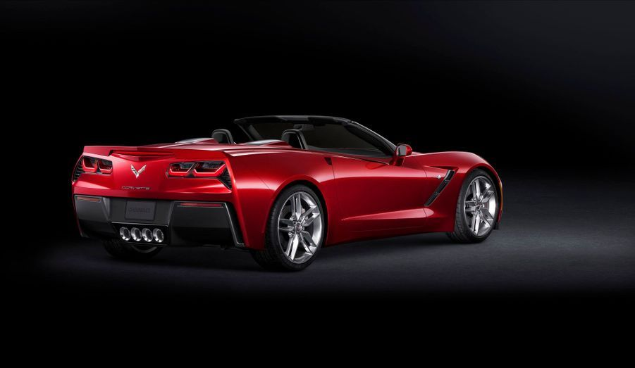 Chevrolet a soigné la capote de son cabriolet. L'isolation phonique et thermique a été soignée, assure le constructeur. L'ensemble se plie ou se déplie électriquement jusqu'à 50 km/h.