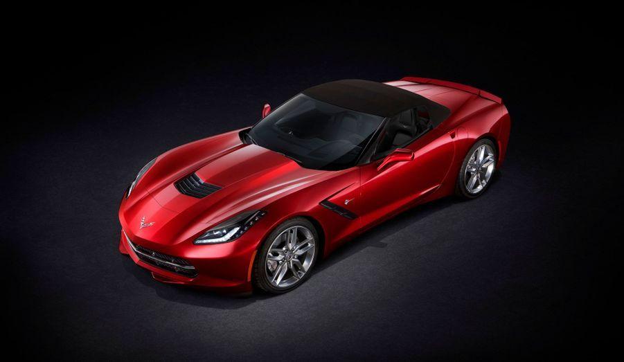 Fidèle aux habitudes de la marque américaine, la nouvelle Corvette est mue par un V8. Mais ce bloc qui développe 450 chevaux est tout nouveau et propose des technologies modernes, bien loin de l'habituelle rusticité des moteurs américains.