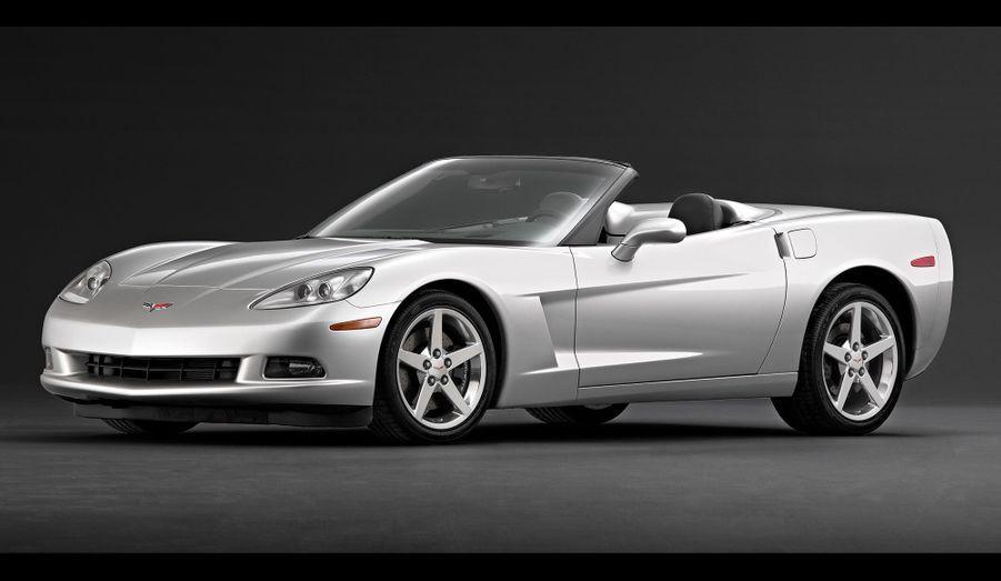 Dans un contexte où les voitures sportives sont réinventées pour être plus propres et plus économes, la Corvette C6 n'a pas échappé à la tendance. Mais elle demeure hors-normes comparée aux sportives européennes, avec son énorme V8, qui peut développer jusqu'à 647 chevaux.