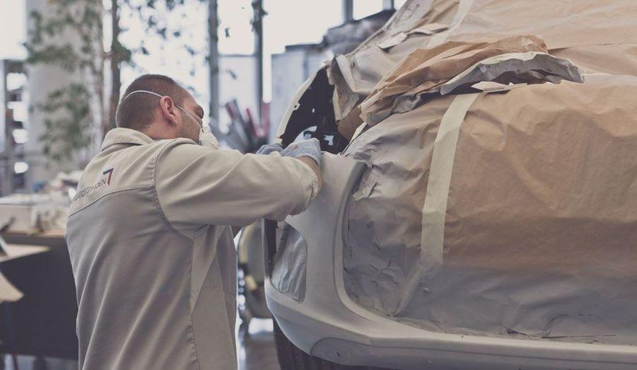 Le concept présenté par Citroën ne roule pas encore, ainsi qu'en attestent ces images de la fabrication d'une maquette à l'échelle 1:1. Mais avec la DS3 Racing, le constructeur a déjà prouvé qu'il avait la volonté d'aller jusqu'au bout avec sa gamme DS.