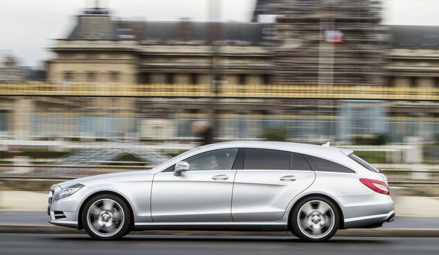Mercedes donne du coffre à sa CLS avec cette superbe version Shooting Brake. Très chic, le break de chasse est aussi plaisant à conduire, comme dans la version diesel 350 CDI dont Paris Match a pris le volant fin décembre.