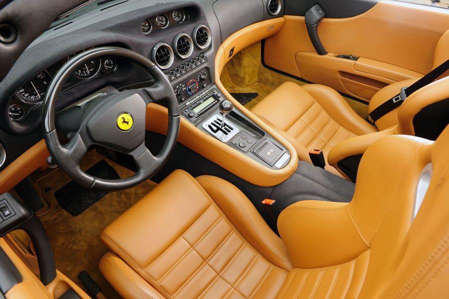A l'intérieur de la Ferrari 550 barchetta