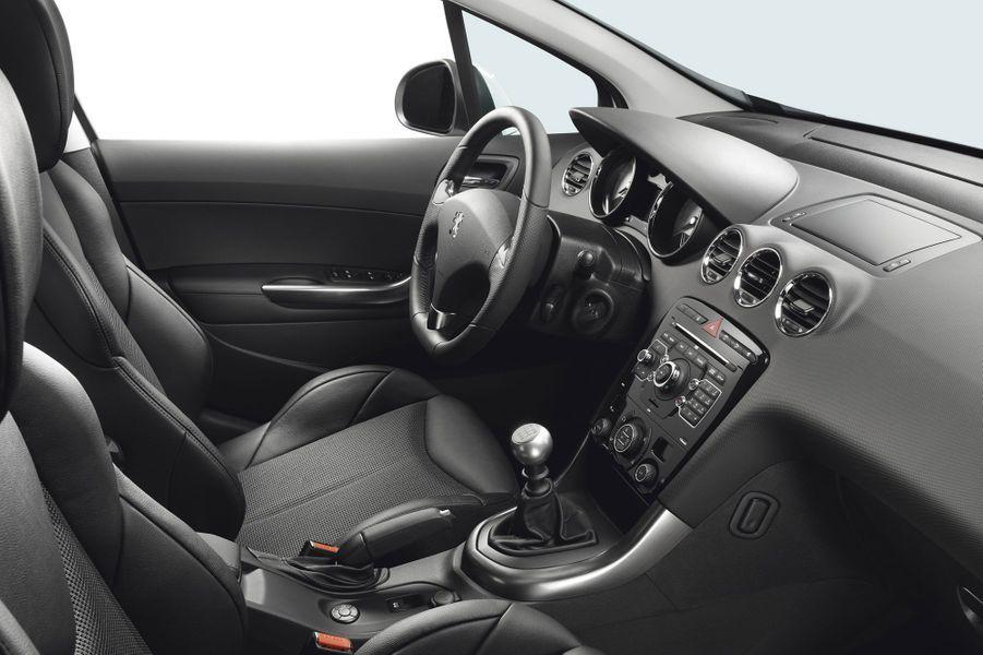 A bord de la 308 GTI, l'ambiance est très sérieuse.