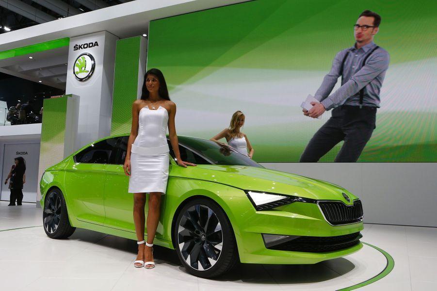 Nouveaux modèles bientôt commercialisés ou concepts délirants, il y en a pour tous les goûts au Salon de l'automobile de Genève. Voici quelques-uns des spécimens exposés pour cette édition 2014, comme cette Skoda Vision C, élégante malgré sa teinte très voyante.