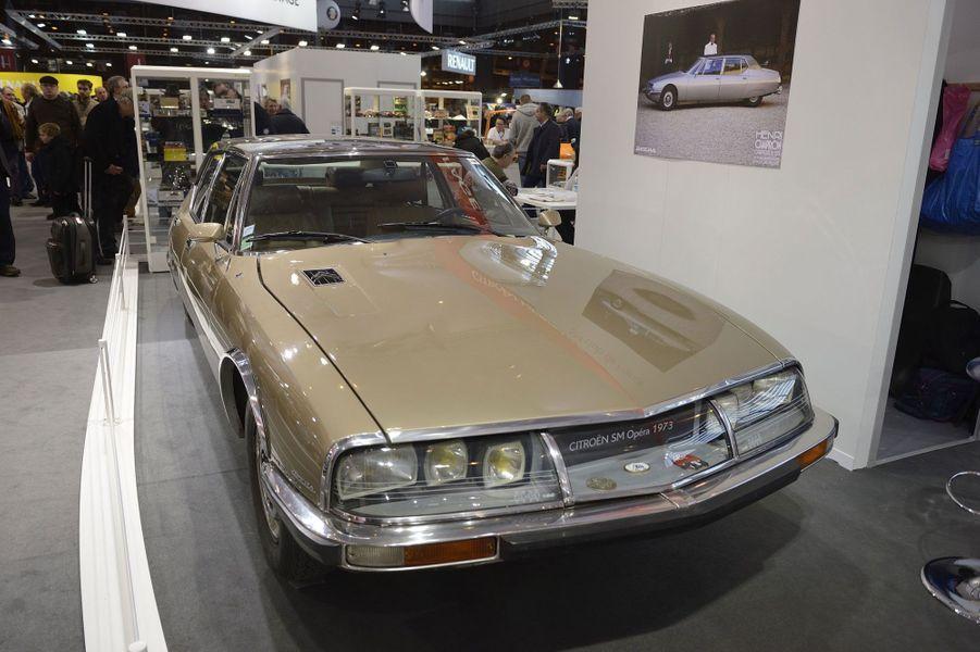 Cette Citroën SM Opéra date de 1973. Elle est l'oeuvre du carossier Henri Chapron.