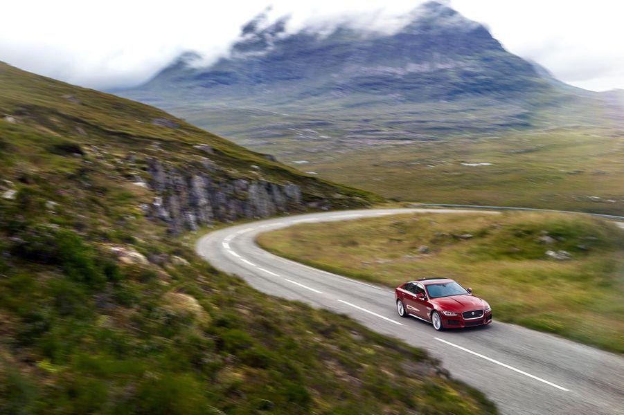 La Jaguar XE en finition S, avec le V6 de 340 chevaux