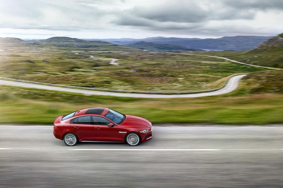 Jaguar XE, la petite anglaise qui vise l'Allemagne