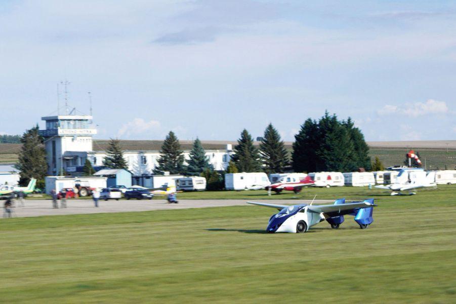 Décollage pour l'AeroMobil 3.0