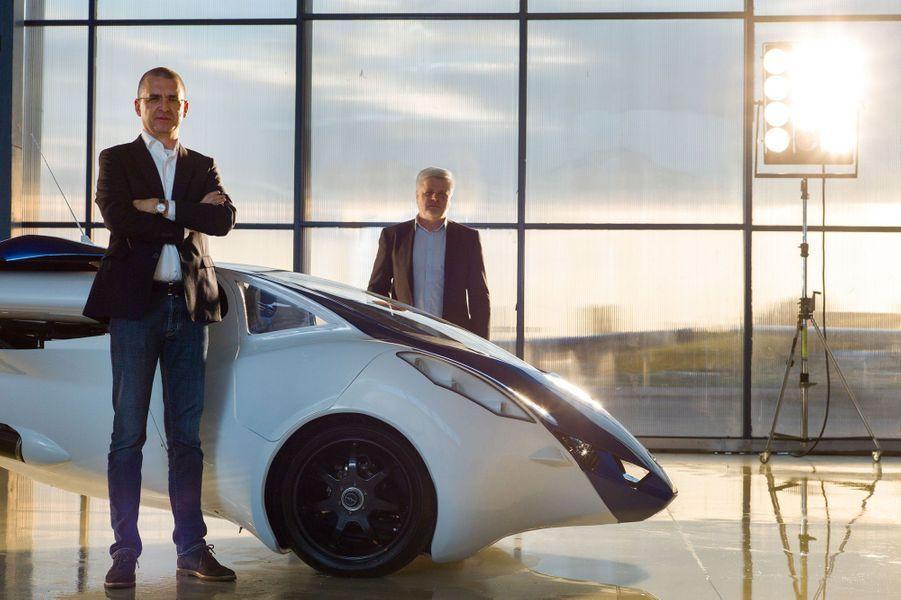 Juraj Vaculík, co-fondateur et patron d'Aeromobil, avec Štefan Klein, concepteur en chef