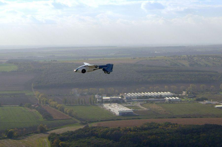 L'AeroMobil 3.0 en vol