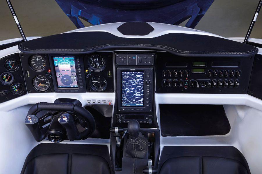 Le cockpit de l'AeroMobil 3.0