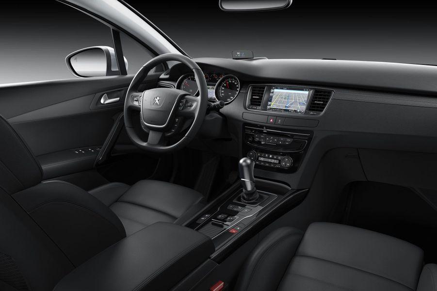 La Peugeot 508 change de regard