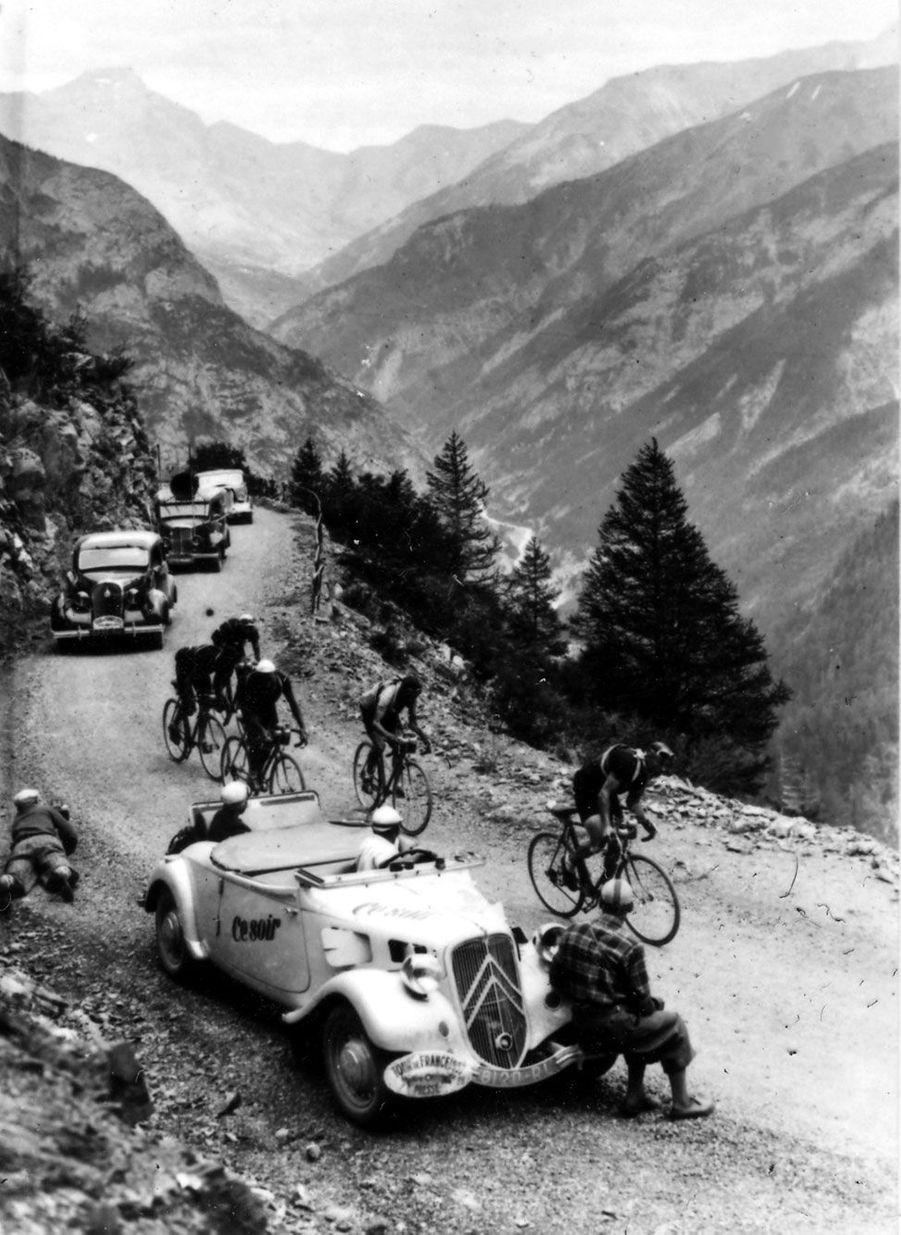 Sur le Tour de France, les Tractions Avant découvrables étaient particulièrement appréciées.