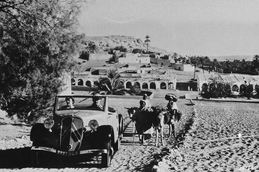 La Traction Avant a été déclinée dans de nombreuses carosseries : un cabriolet...