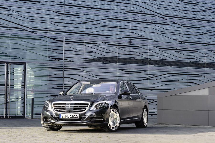 Bienvenue à bord de la limousine ultime de Mercedes