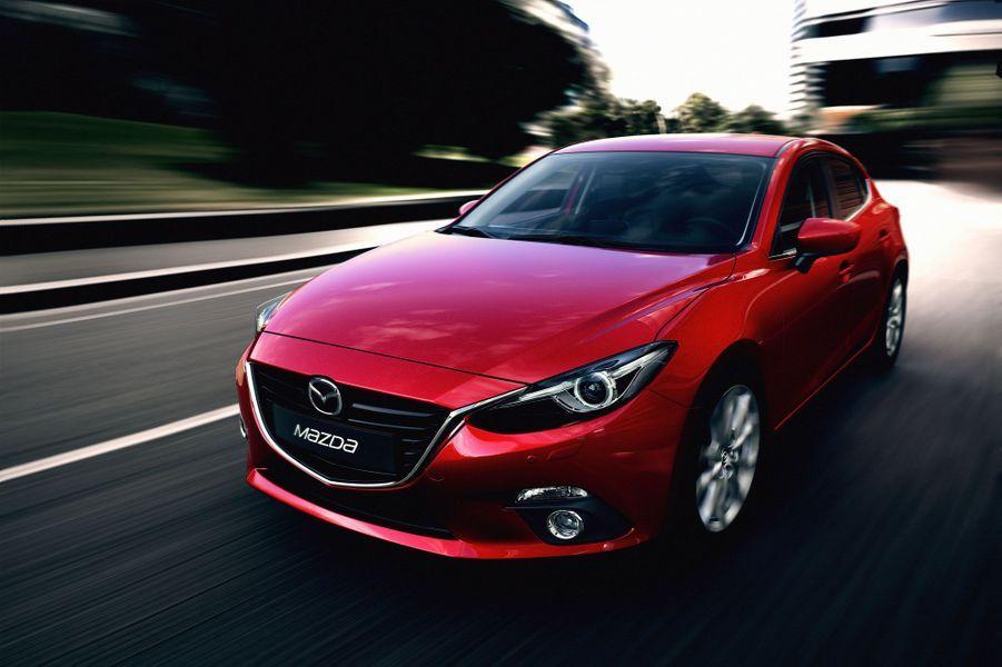 La Mazda 3 a perdu des kilos tout en promettant une insonorisation soignée. Les deux transmissions, manuelle et automatique, sont également nouvelles sur la 3.