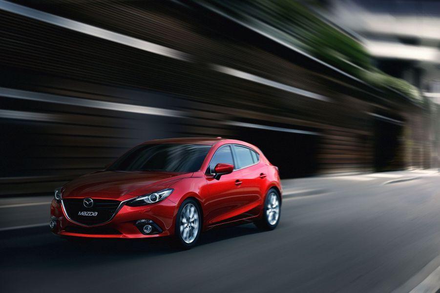 La nouvelle berline compacte du constructeur japonais attire l'oeil. Mais au-delà d'une ligne très réussie, Mazda a tout fait pour permettre à cette 3 de se hisser aux meilleurs standards européens.