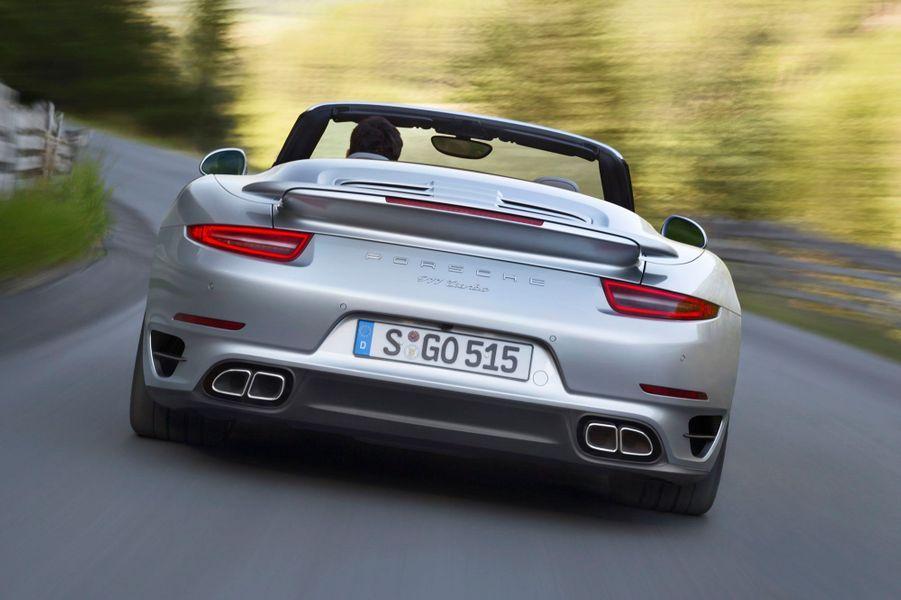 La 911 Turbo cabriolet sera vendue plus de 170 000 euros. La version Turbo S, elle, dépasse les 200 000 euros.