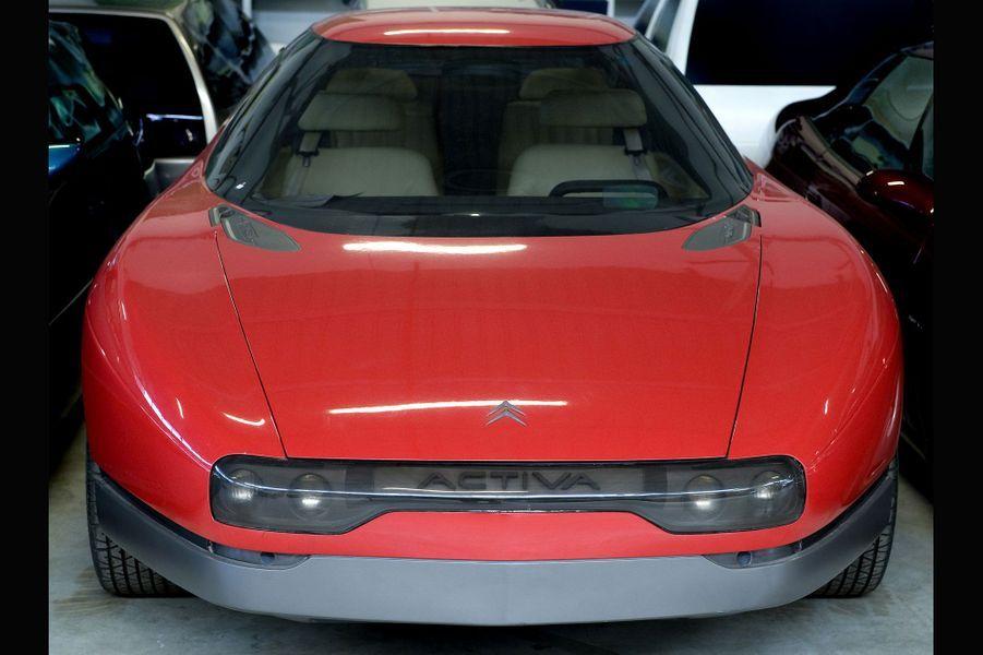 Le concept-car Activa, présenté au Mondial de l'automobile de Paris en 1988, cachait sous ses lignes futuristes une technologie qui allait devenir l'un des fleurons de Citroën dans les années 1990: la suspension pneumatique Hydractive.