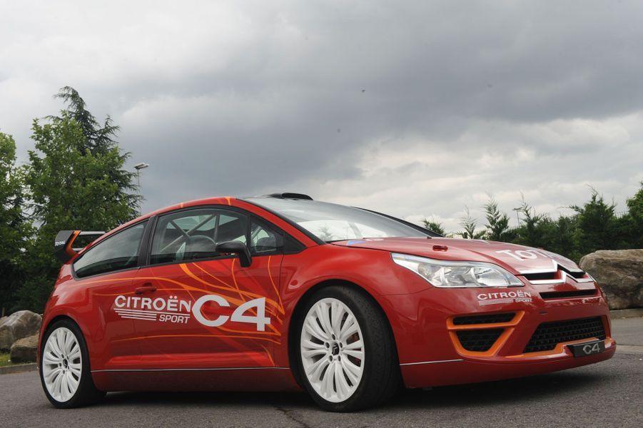 Plus récente mais non moins mythique, la Citroën C4 dédiée à la compétition, qui fit des merveilles entre les mains d'un certain Sébastien Loeb.