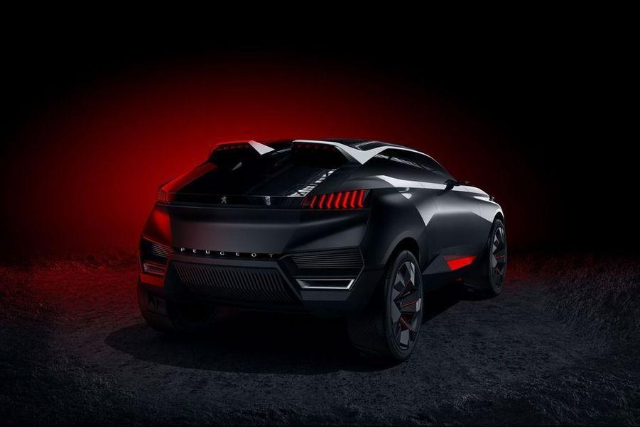 """Paris Match a retenu dix modèles qui ont fait l'actualité automobile : concept-cars, nouveautés ou même engins de course, ils ont fait vibrer le coeur des passionnés.LaMercedes-AMG GT,avec sa ligne ravageuse et ses ambitions sportives, semblent tailler pour chasser les Porsche 911.LePeugeot 2008 DKR,avec son look digne d'un film de Batman, se lancera prochainement sur les pistes du rallye raid Dakar.L'Aston Martin DB10,future star du nouveau film de James Bond, a été présentée en décembre.LaLamborghini Asterion,si aboutie qu'elle paraisse, est un ambitieux concept qui répond aux offensives hybrides de Ferrari, McLaren et Porsche.L'Audi TT Sportback Concept,présentée au Mondial de l'Automobile de Paris, transforme le célèbre coupé des Anneaux en une élégante berline.LePeugeot Quartzest un SUV aux lignes affutées qui augure du futur design des modèles du Lion.LeRenault Espacea été la star du Mondial de l'Automobile, symbole du retour du constructeur français sur le haut de gamme.LaDivine DSest l'acte fondateur de la nouvelle marque DS, détachée de Citroën et plus inspirée que jamais.LaRenault RS 01ne verra jamais la route, mais elle promet de donner des sensations sur piste, dans un championnat dédié.La magnifiqueToyota FT-1est une interprétation de supercar par le géant japonais. Sa production n'a toujours pas été annoncée.En vidéo, les créateurs de trois de ces stars se confient à Match<center><iframe width=""""620"""" height=""""380"""" src=""""//www.youtube.com/embed/GyEnrIFHnpU"""" frameborder=""""0"""" allowfullscreen></iframe></center>"""