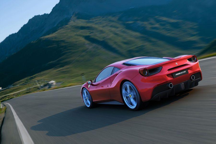 La remplaçante de la 458 Italia avait fort à faire pour se montrer à la hauteur. Avec un V8 turbocompressé de 670 chevaux, elle marque une rupture technique avec l'ancien modèle, qui était resté fidèle à une motorisation atmosphérique préférée par les puristes. Pourtant, cette nouvelle Ferrari est plus extrême encore que la 458, avec des performances surréalistes : 0 à 100 km/h en 3 secondes, mais surtout, 0 à 200 km/h en 8,3 secondes. Une variante Spider découvrable est également disponible.