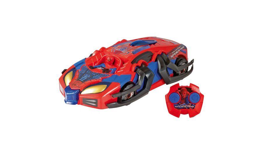 Avec ses grosses roues et ses pattes qui se déploient automatiquement, le Spider Attack Transforming Racer peut affronter tous les dangers de la route. 29,99 euros.