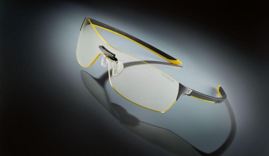 Première protection oculaire à offrir une correction de la myopie nocturne, les Squadra Night Vision de Tag Heuer permettent une conduite de nuit plus sûre et moins fatigante. 390 euros.