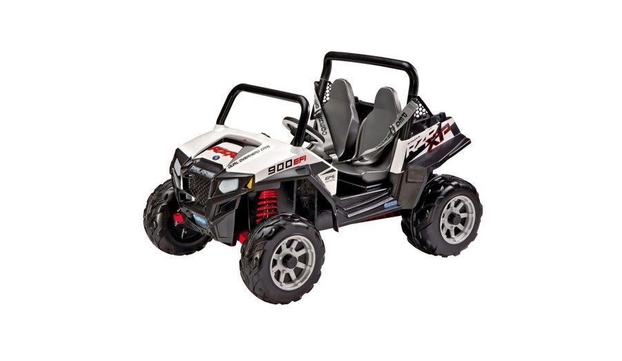 Amortisseurs, pneus crantés et 8 km/h en vitesse maxi... ça va déménager dans les jardins avec le Polaris RZR 900 électrique de Peg-Pérego. 379,99 euros.