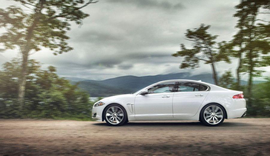 Pas question pour Jaguar de transformer ses autos en pseudo-baroudeuses: seul un petit badge AWD distinguera les version intégrales des propulsions à l'extérieur.