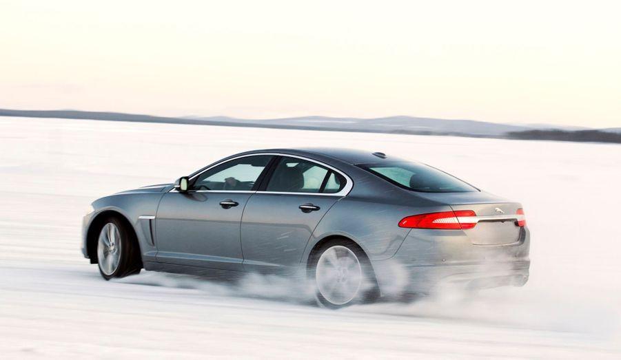Pour s'offrir une Jaguar à transmission intégrale, il faudra débourser en France 3000 euros de plus que pour la version de base sur la XF et 4000 euros sur la XJ.