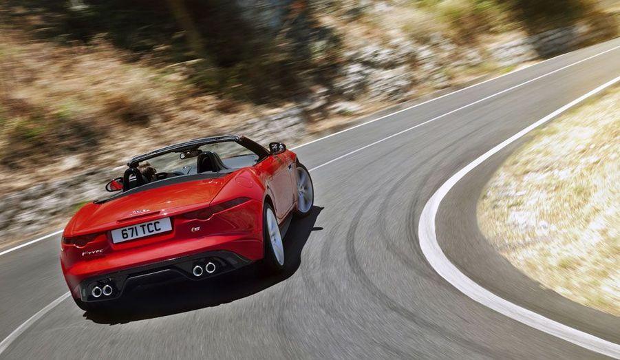Dotée au choix de V6 ou de V8, la belle britannique proposera des puissances prometteuses, de 340 à 495 chevaux.