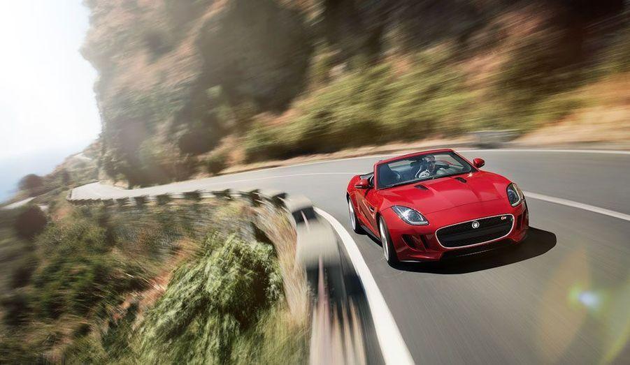 Le constructeur britannique dévoile son roadster F-Type au mondial de l'Automobile de Paris. Les adjectifs se bousculent pour qualifier cette Jaguar: moderne, racée, élégante, elle a tout pour plaire.