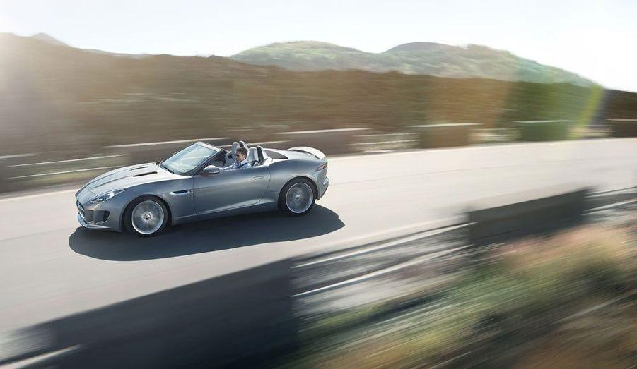 La F-Type fait payer cher son exclusivité: elle devrait coûter dans les 70 000 euros.