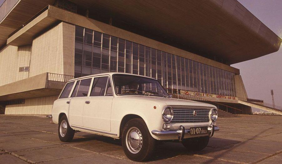 Pour les familles, Lada a lancé dès 1971 une version break, baptisée 2102, de sa berline.