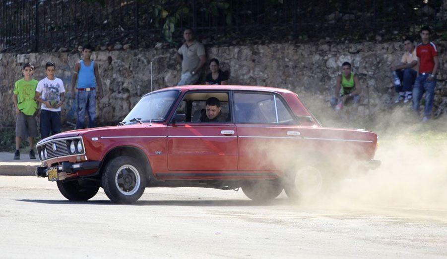 A La Havane, toujours, certains propriétaires de Lada n'hésitent pas à rejouer le film «Fast & Furious» sur les boulevards bordant le front de mer. La marque soviétique ne s'est toutefois pas contentée d'investir les marchés des pays «amis» de l'URSS: elle est toujours présente en France et s'est exportée dans de nombreux pays de «l'Ouest».