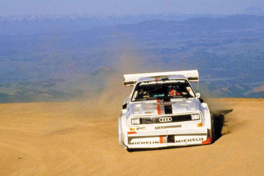 Dominatrice en rallye grâce à l'Audi Quattro à l'époque délirante des Groupe B, ces voitures surpuissantes et finalement bannies en 1986 après une série de drames, la marque aux anneaux a trouvé à Pikes Peak l'occasion d'épater aussi l'Amérique.
