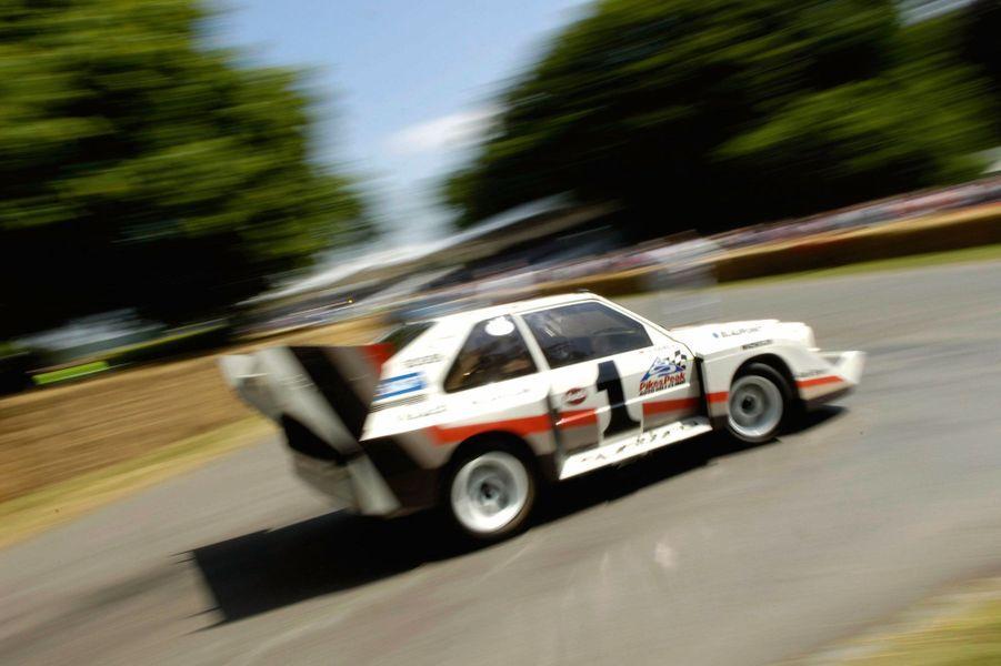 Audi ne participe plus à Pikes Peak, mais la Quattro Pikes Peak continue d'émerveiller lors de courses historiques, comme ici en 2009, au Goodwood Festival of Speed.